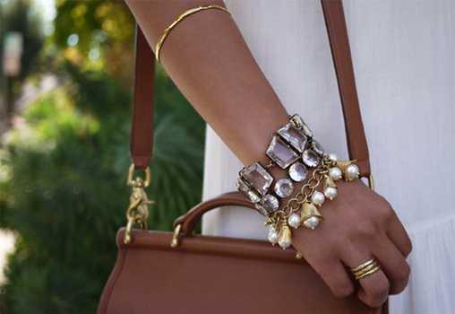 Весенний браслет в золотых оттенках и жемчугом своими руками