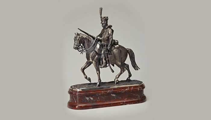 интерьерная скульптура художника-ювелира Голованова Валерия «Гусар войны 1812 года»