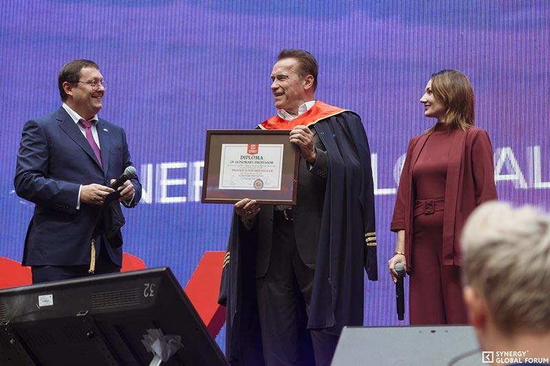 Арнольд Шварценеггер стал почетным профессором российского университета