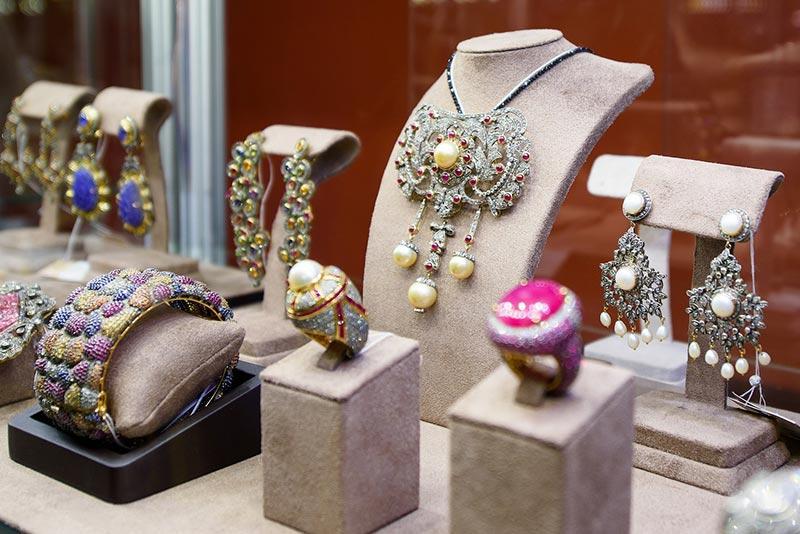 Весенняя ювелирная выставка «Сокровища Петербурга» в царственных интерьерах особняка