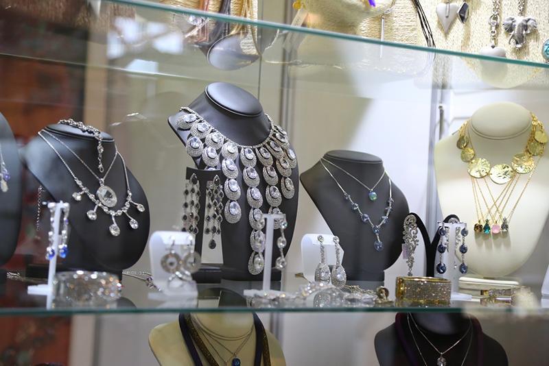 Изысканные, роскошные и креативные украшения на «Байкальском ювелирном салоне» в Сибэкспоцентре