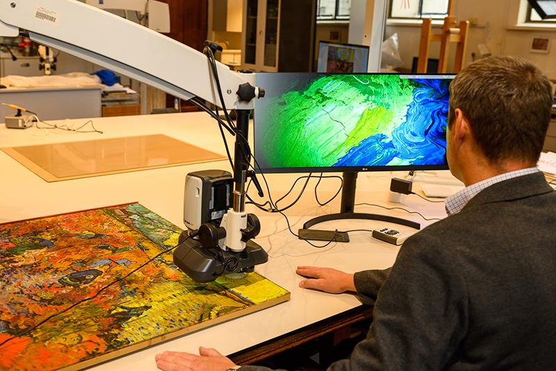 О реставрации известной картины Винсента Ван Гога «Красные виноградники в Арле»